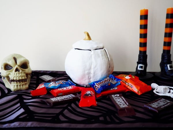 DIY Clay Pumpkin Candy Bowl for Halloween #DIY #clay #dish #trinket
