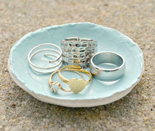 DIY Clay Jewelry Dish #DIY #clay #dish #trinket