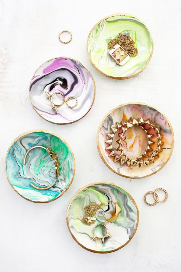 DIY: Marbled Clay Ring Dish #DIY #clay #dish #trinket
