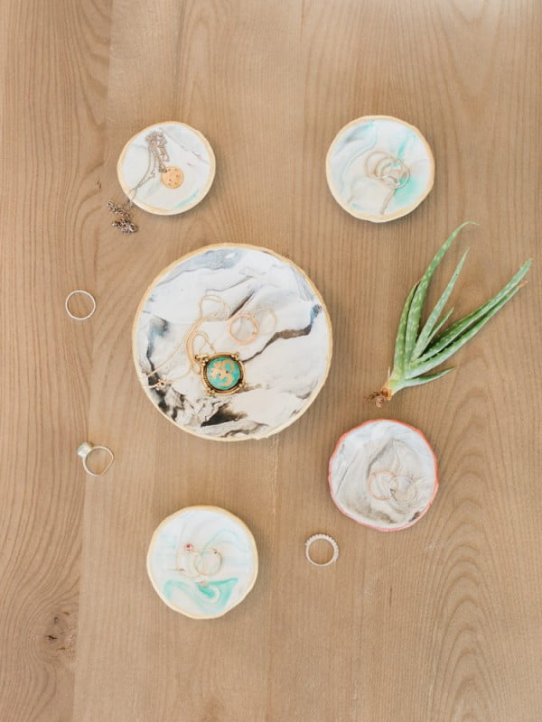 How to Make a Marbled Clay Ring Dish #DIY #clay #dish #trinket