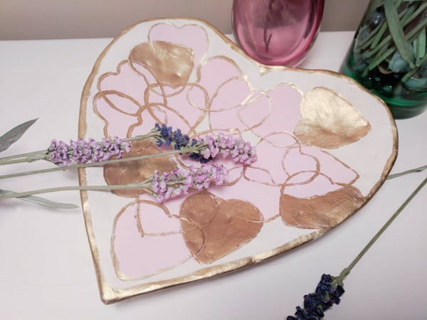 How To Make A Beautiful DIY Air Dry Clay Heart Dish #DIY #clay #dish #trinket