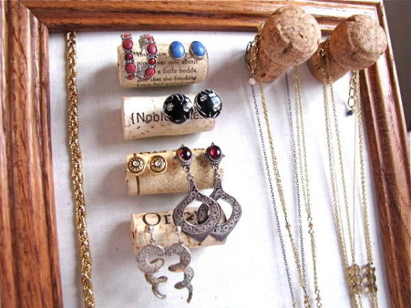 Weekend DIY: Wine Cork Jewelry Organizer #DIY #craft #winecork