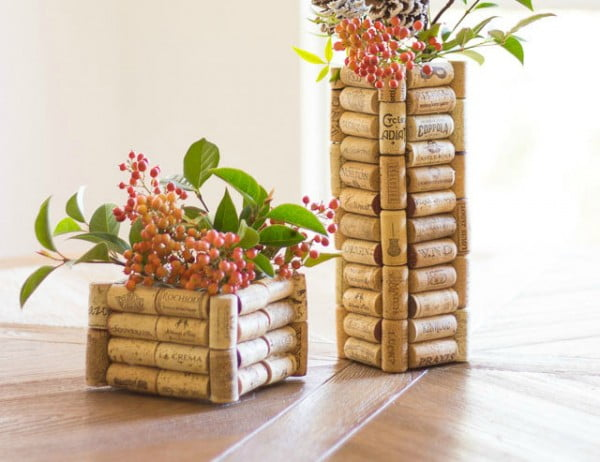DIY: Wine Cork Vase #DIY #craft #winecork