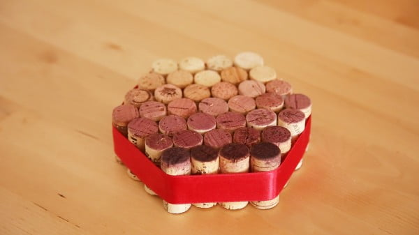 This DIY cork trivet is perfect for any wine lover #DIY #craft #winecork