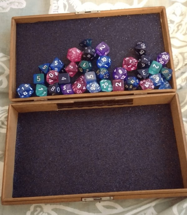 DIY Tutorial: Make Your Own Tabletop Gaming Dice Tray — Nerdophiles