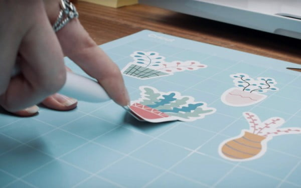 Video Tutorial: How to Make Stickers Using the Cricut Machine